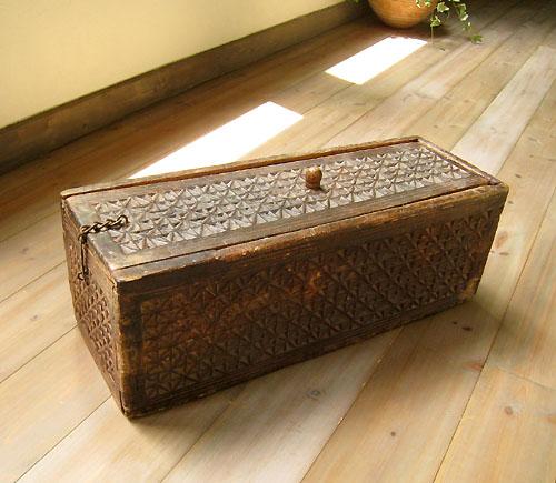 トルクメン・アンティーク木彫りの細長い箱【送料無料】