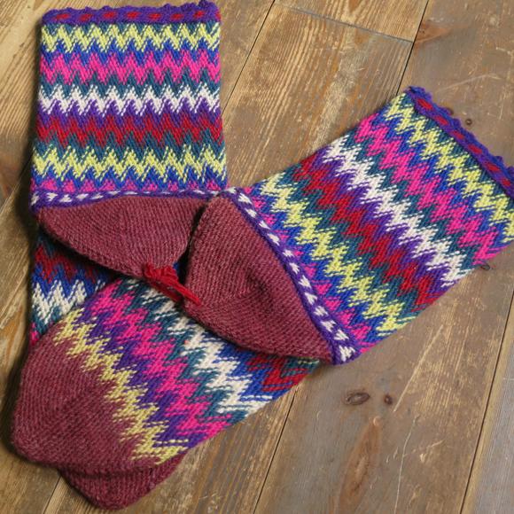 アンティーク・トルコ手編みウール靴下マルチカラー・ワインレッド/カラフルなジグザグボーダー/25cm