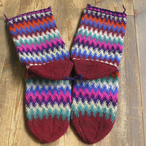 アンティーク 激安挑戦中 トルコ手編みウール靴下マルチカラー ワインレッド カラフルなジグザグボーダー 購入 26cm