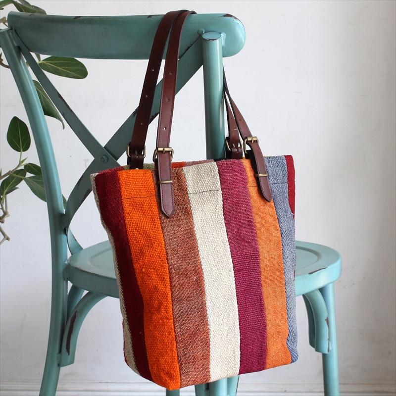 オールドキリムと革のバッグ・マーケットトートペルデキリムパッチワーク