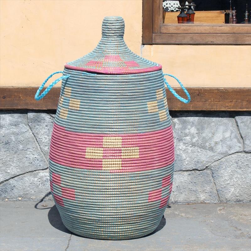 アフリカのランドリーバスケット/セネガルバスケット高さ73cm直径33cm/手編み/天然素材/水草/ふた・取っ手付きブルー&ピンクフラワー柄