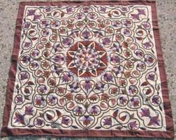 エジプト伝統の手刺繍ハーヤ・メーヤ イスラミックデザインが美しいコットンタペストリーパピルスの花・パステルブラウン