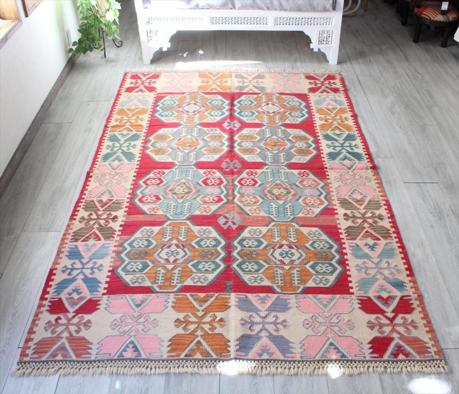 色にこだわって織られたワンランク上のカイセリ産キリム・カリヨラ227×150cm花のようなベレケット・明るいピンク