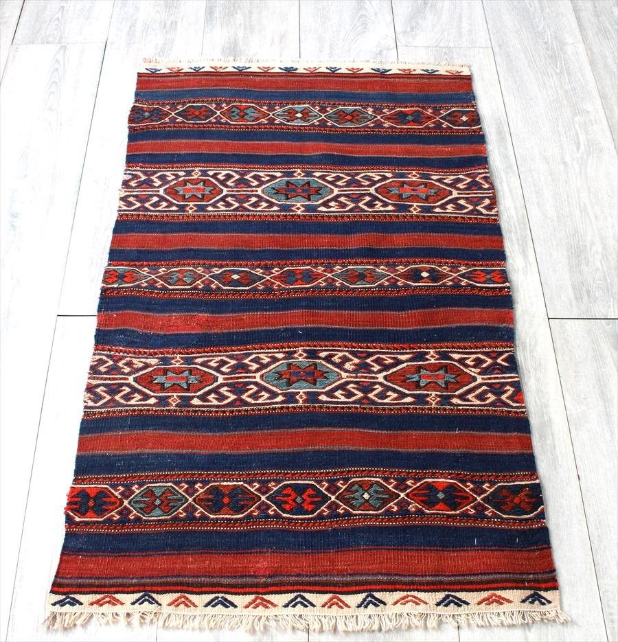 チュアル(収納袋)を開いたオールドキリム・ベルガマ103×62cmレッド&ネイビー 細かなスマック織り