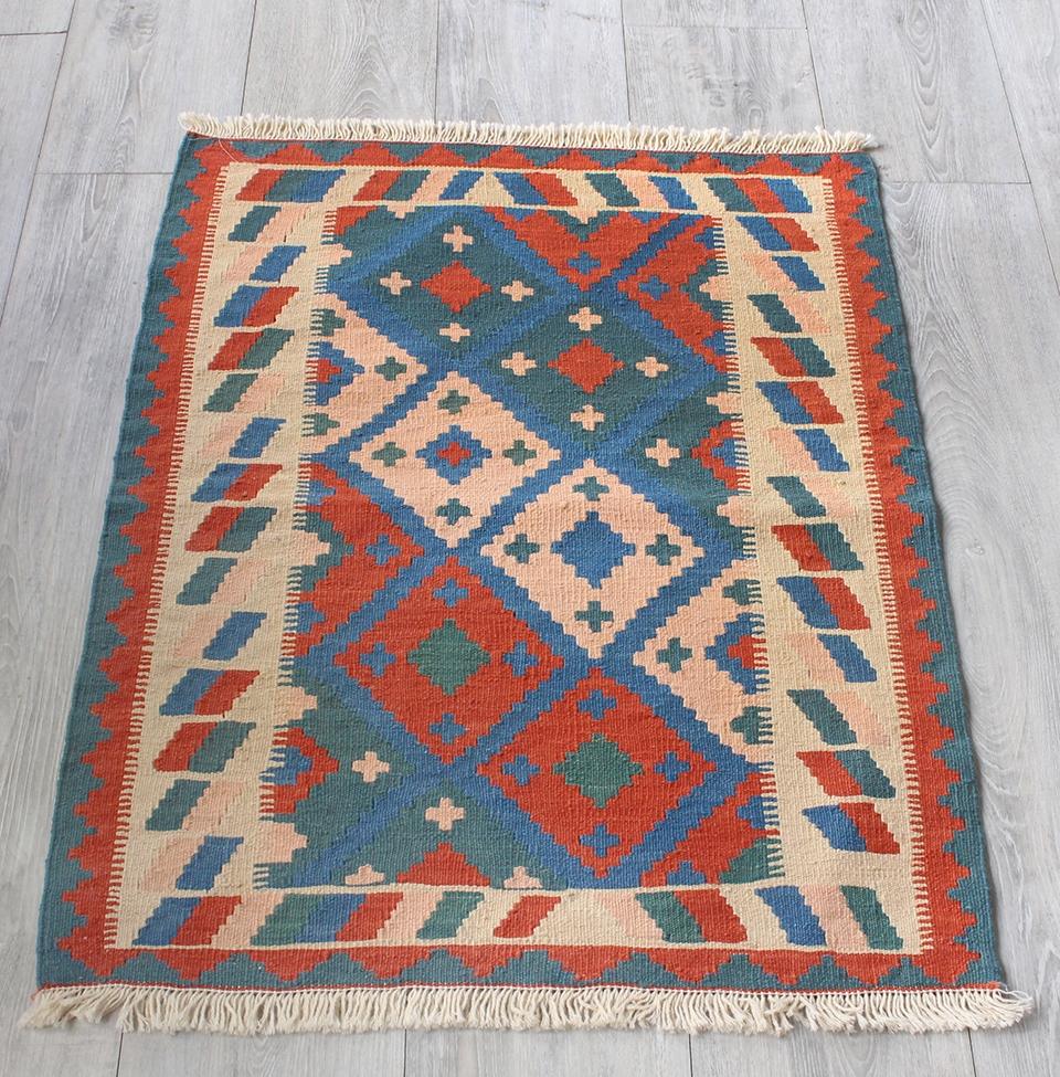 イラン手織りラグ・カシュカイキリム玄関マットサイズ88×65cmヤストゥクサイズ・カラフルな幾何学モチーフ