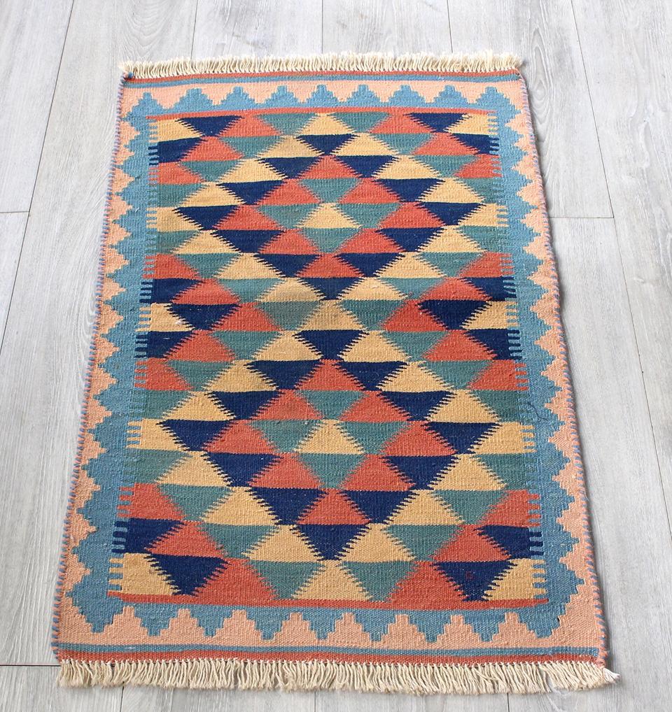 イラン手織りラグ・カシュカイキリム玄関マットサイズ91×53cmヤストゥクサイズ・カラフルな三角アート メダリオン