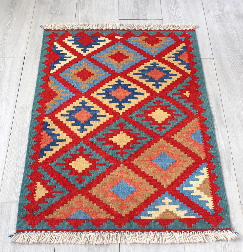 イラン手織りラグ・カシュカイキリム玄関マットサイズ89×63cmヤストゥクサイズ・レッド/ブルーグリーン 幾何学モチーフ