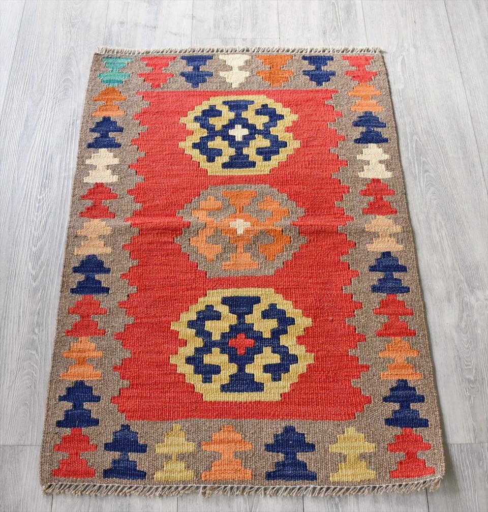 イラン手織りラグ・カシュカイキリム玄関マットサイズ90×60cmヤストゥクサイズ・レッドに伝統柄