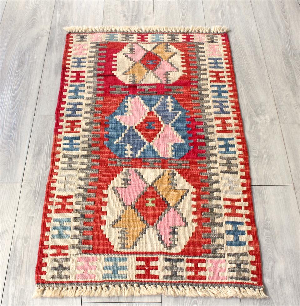 色にこだわる~ワンランク上のカイセリ産手織りキリム98×55cmレッド&アイボリー