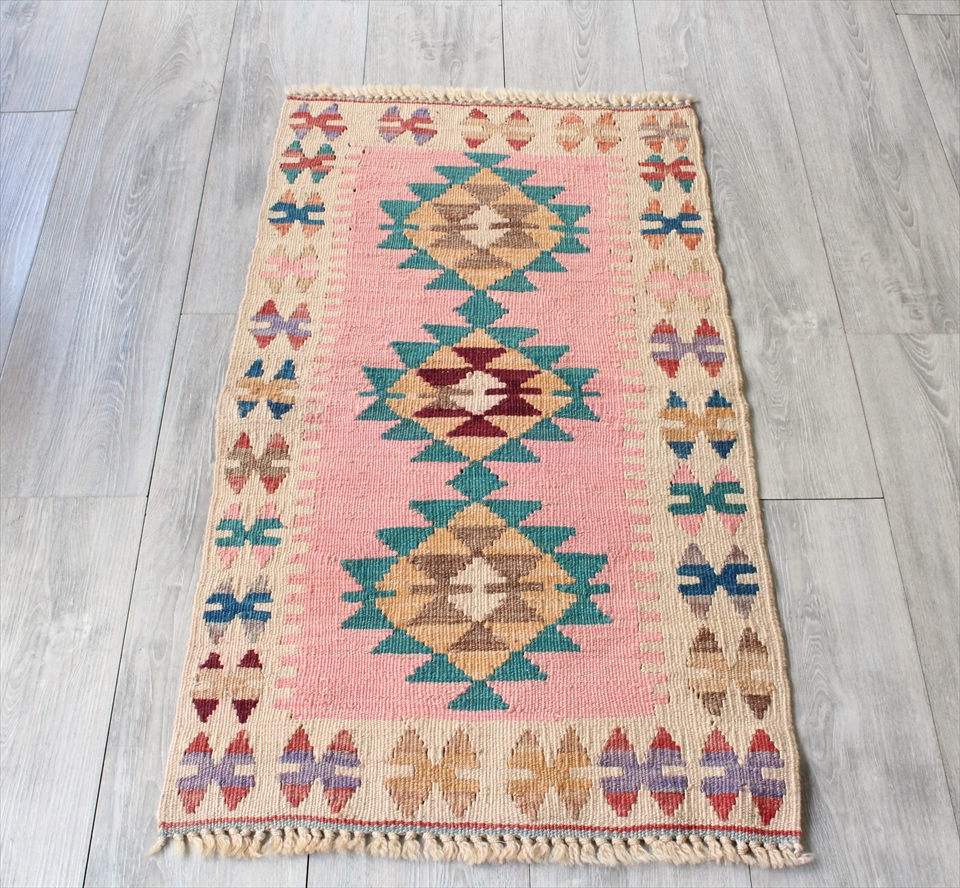 色にこだわる~ワンランク上のカイセリ産手織りキリム101×55cmピンク&アイボリー