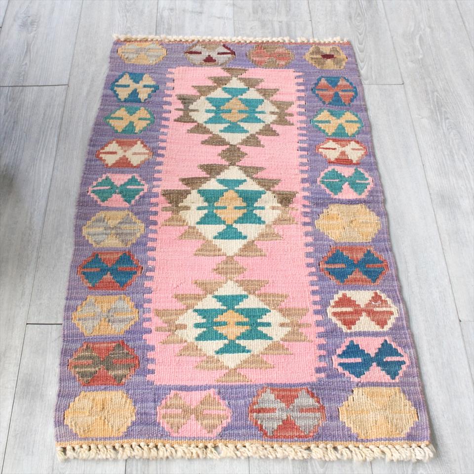 色にこだわる~ワンランク上のカイセリ産手織りキリム101×58cmパープル&ピンク/3つのメダリオン