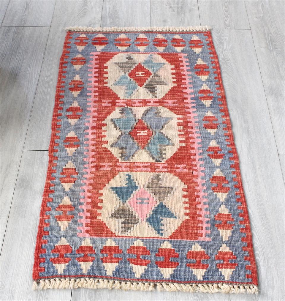 色にこだわる~ワンランク上のカイセリ産手織りキリム103×53cmレッド&ブルー&ピンク/3つの陰陽のモチーフ