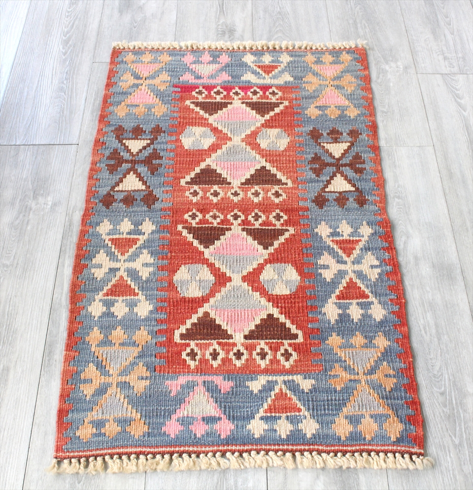 色にこだわる~ワンランク上のカイセリ産手織りキリム97×59cmレッド&ブルー/耳飾りのモチーフ