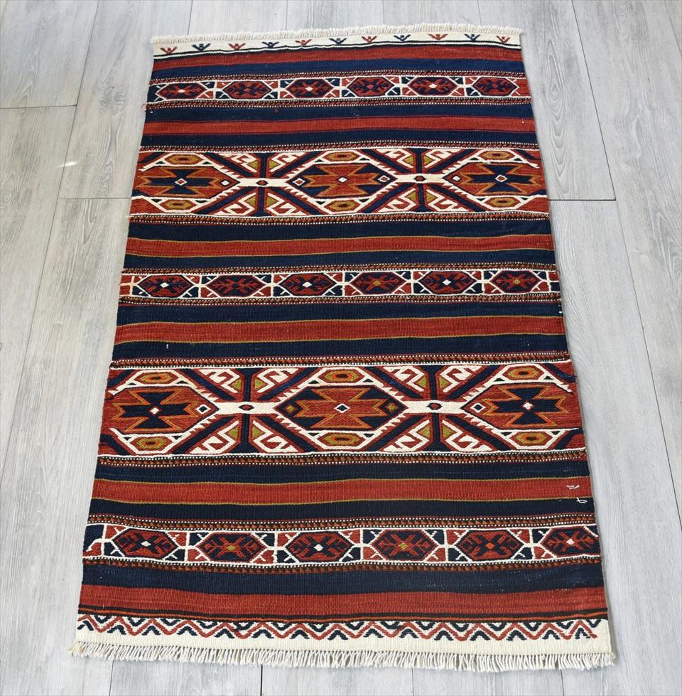 オールドキリム・ベルガマ 収納袋のチュアル113×68cm赤と紺 手の込んだスマック織り