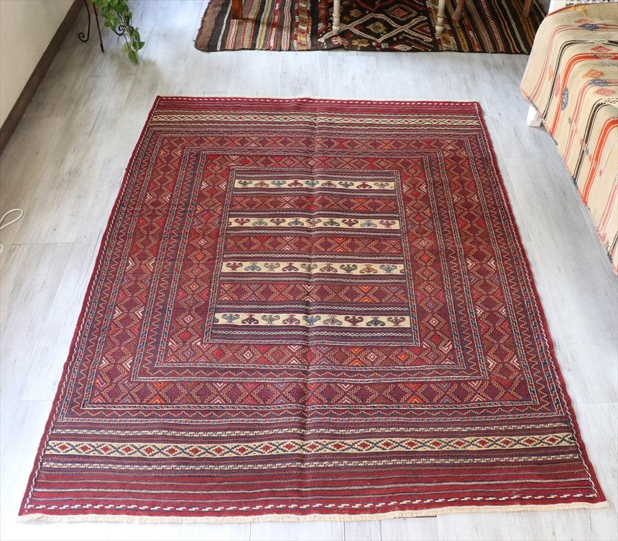 イラン南部・シルジャン地方 スザンニ織りキリム198×146cm少し色あせたレッド&ネイビー