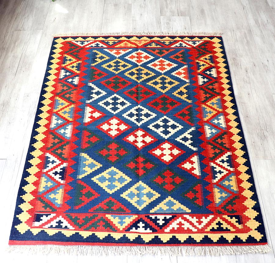 カシュカイ族の手織りキリム・セッヂャーデ161×123cm連なるカラフルクロスモチーフ