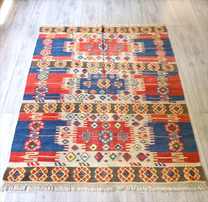 色にこだわる~トルコ・カイセリキリム Turkish Kilims Kayseri セッヂャーデ173×130cm赤と青のサンドゥク