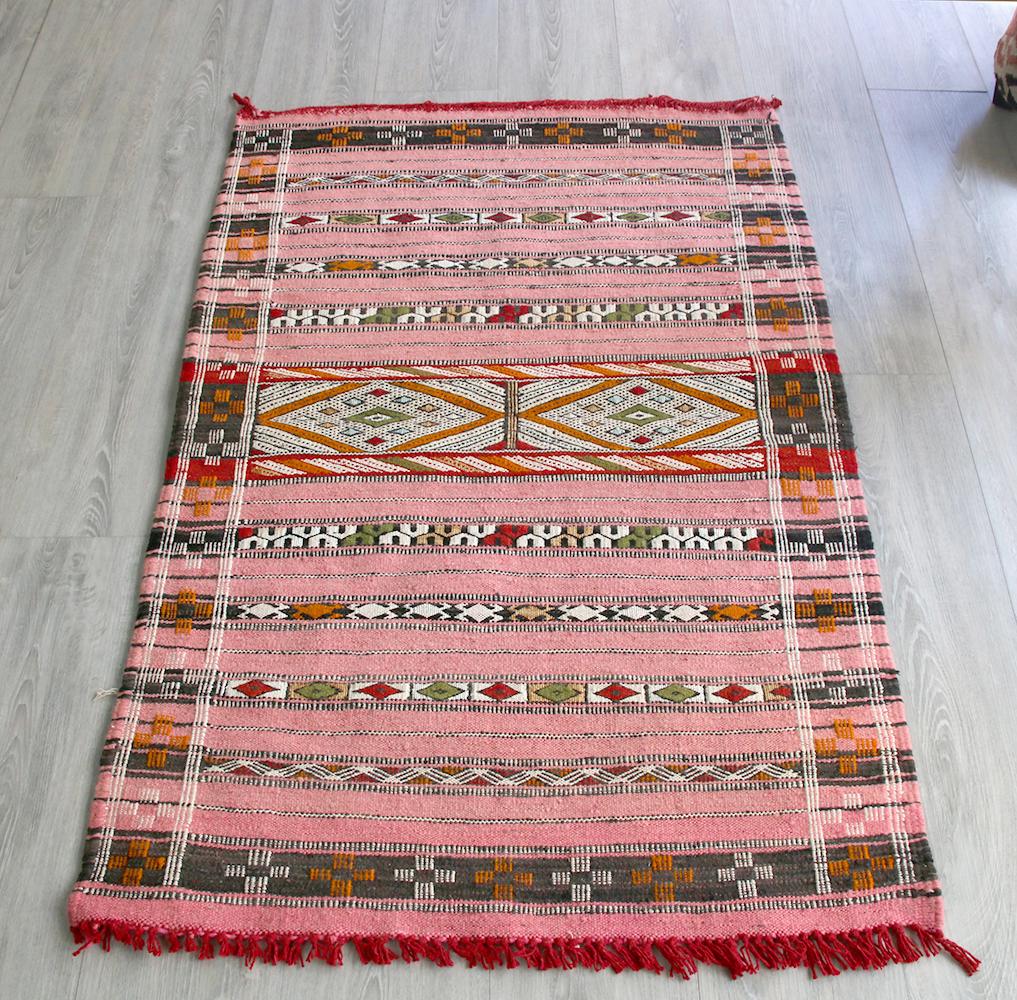 オールドキリム・モロッコ Zemmour ゼモール122x78cm色褪せたピンク・ジジム織りのストライプ