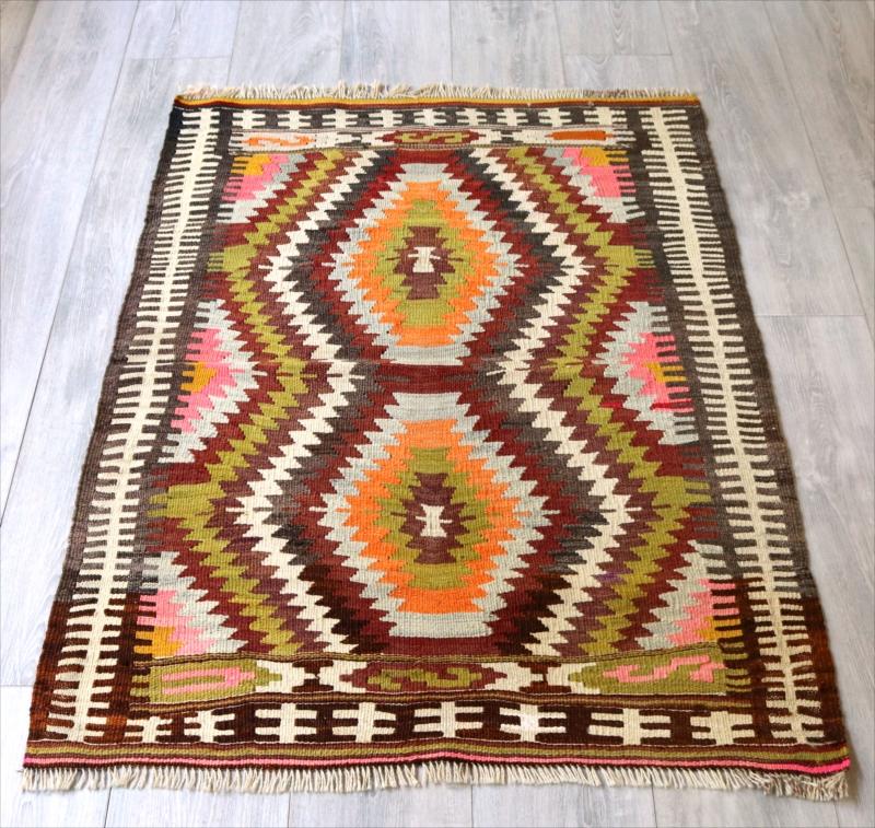 オールドキリム・アンタルヤ チェイレキサイズ118×85cmピンク・オレンジ・ライトグリーン ジグザグの幾何学モチーフ