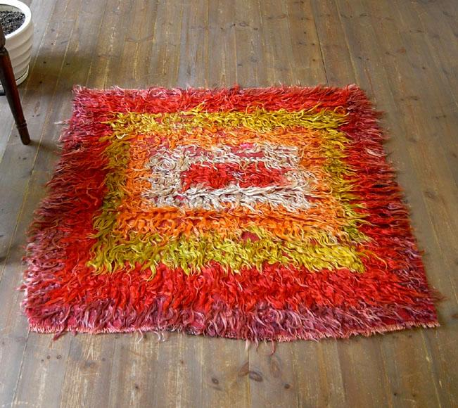 トゥルtulu/長い飾り糸を施した装飾用オールドキリム103×105cmシブリヒサル・四角いグラデーション