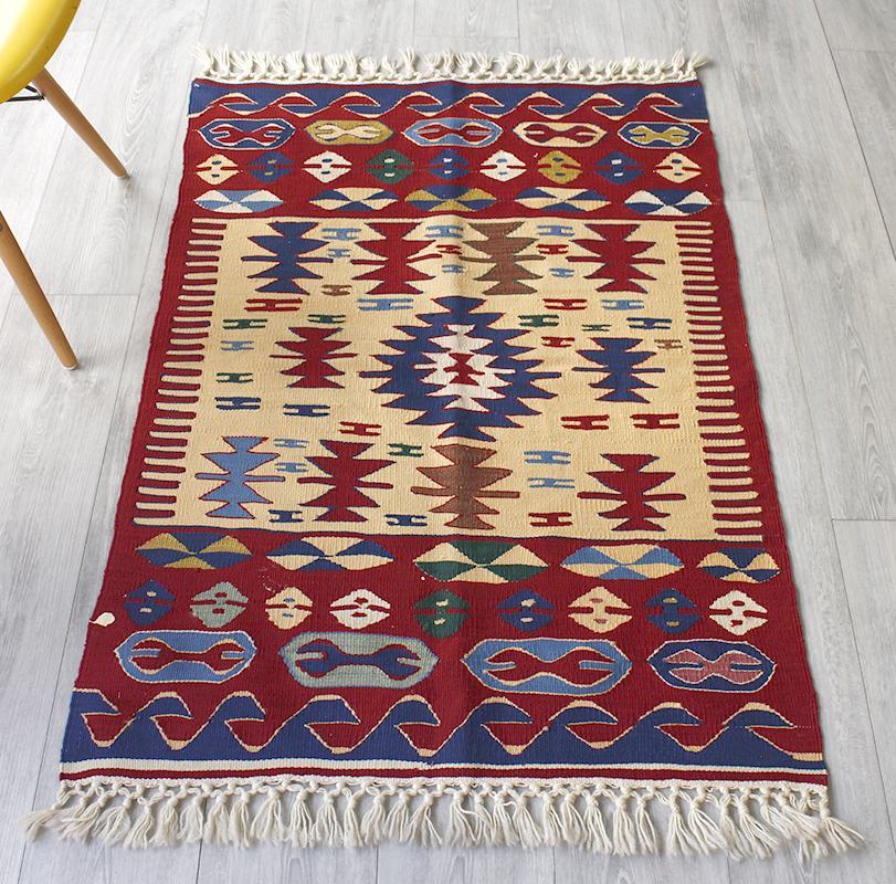 ウシャクキリム・トルコ産手織りキリム/良質ウールを使ったやわらかな織り120×82cmアイドゥン地方の伝統柄 OUTLET・難あり品