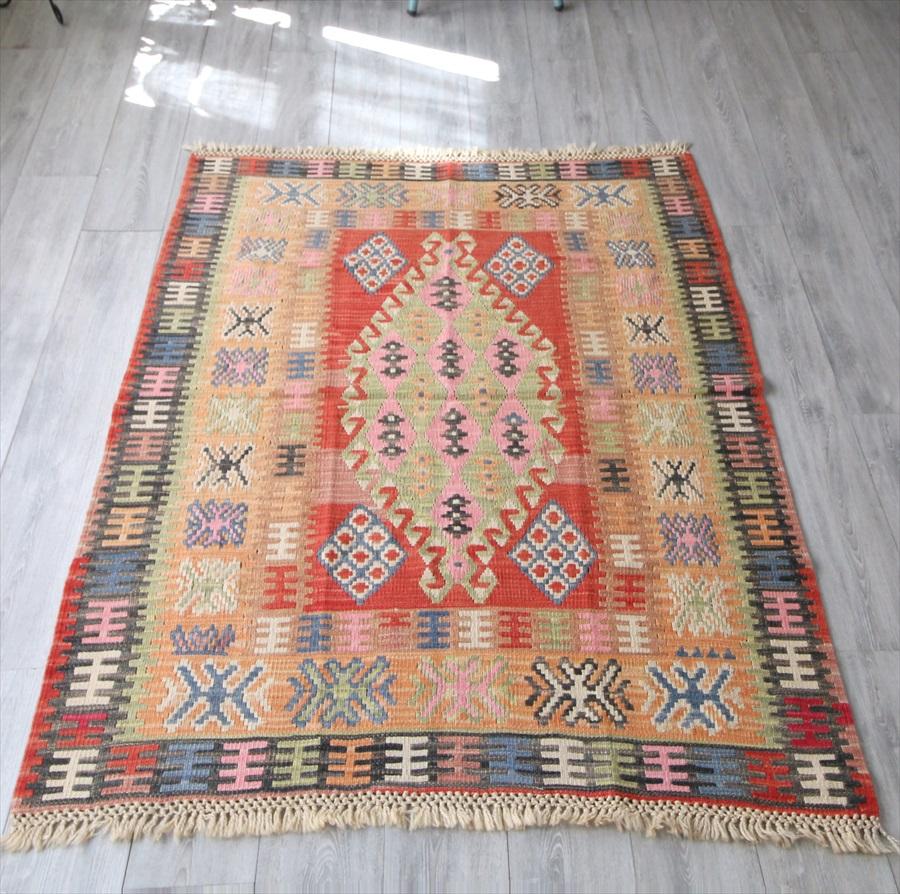 色にこだわる~ワンランク上の手織りキリム・セッヂャーデ179×132cmカイセリキリム/雄羊の角のあるメダリオン