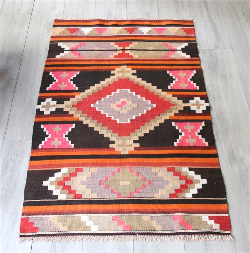 オールドキリム・マラテヤ ピョトルゲ村134×80cmダークブラウン&ピンクの幾何学モチーフ