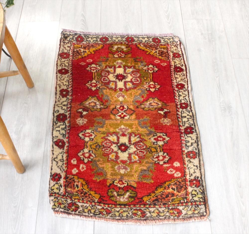 オールドエリアラグ/トルコ絨毯82×53cmクルシェヒール・ヤストゥク花束のメダリオン