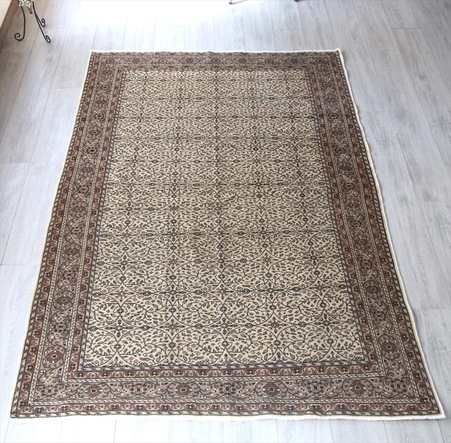 トルコ絨毯・カイセリ産手織りじゅうたん・エリアラグ213×149cm染めていないモノトーンカラー 細かな花のアラベスク