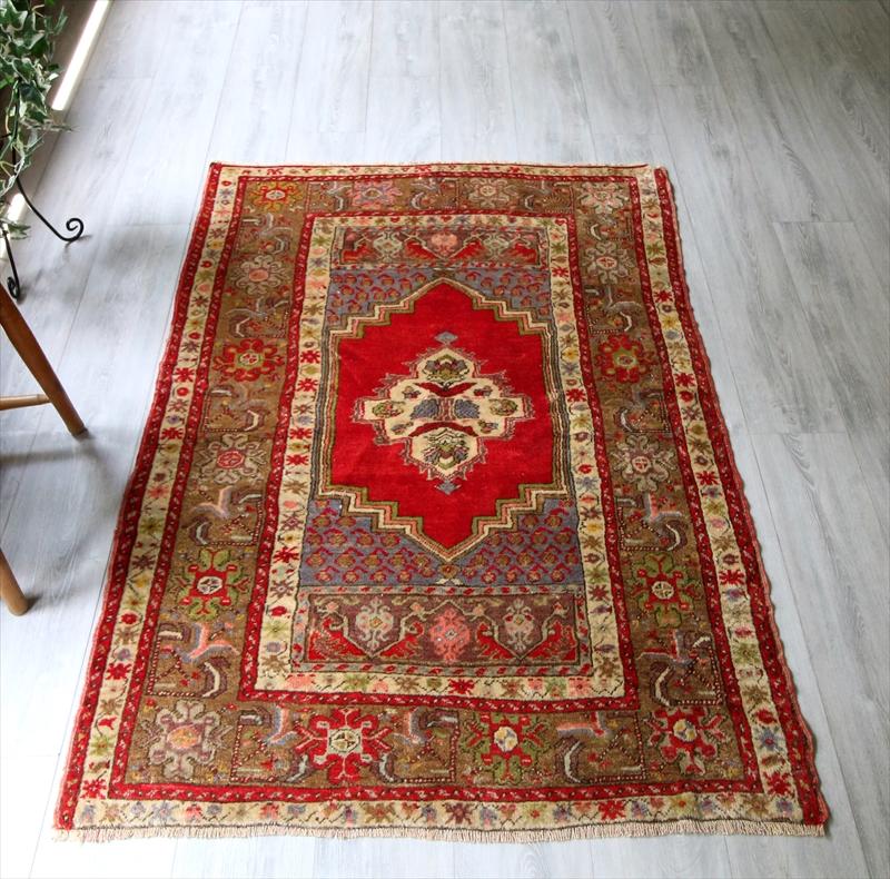 オールドカーペット・トルコ絨毯エリアラグ/センターラグサイズ・セッジャーデ154×105cmシワス/朱色の六角形メダリオン