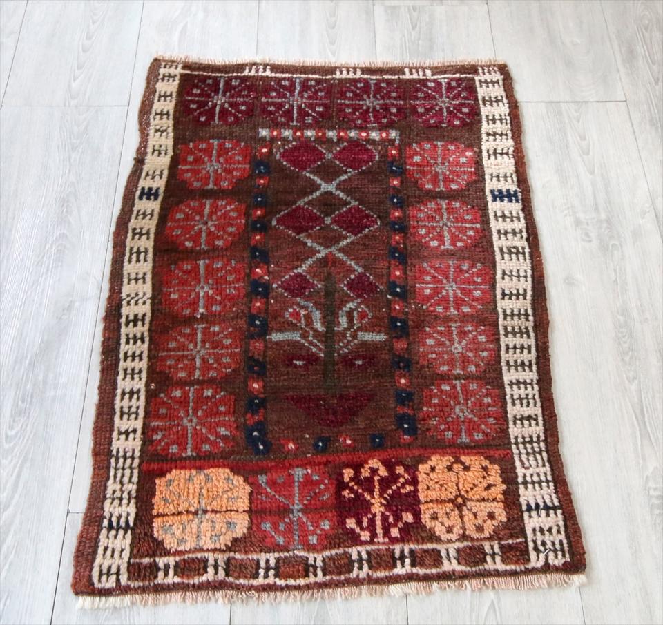 トルコ手織り絨毯・オールドカーペット・ヤストゥク81×57cmミラス 花のモチーフ トライバルラグ 玄関マット