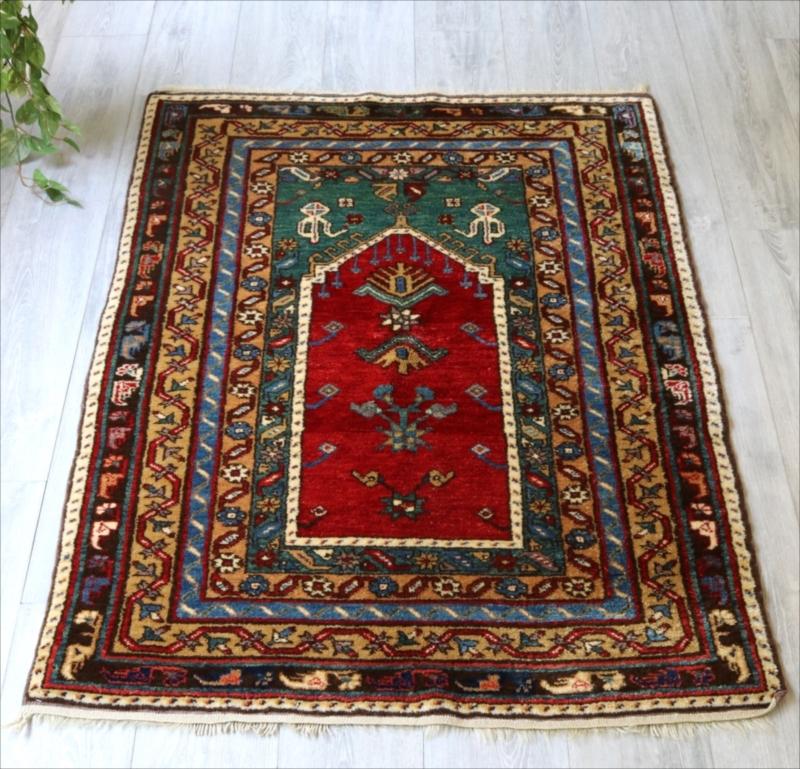 トルコ絨毯・手織り ウールラグ/チェイレキサイズ143×101cmコンヤ・赤いミフラープ 四重のボーダー