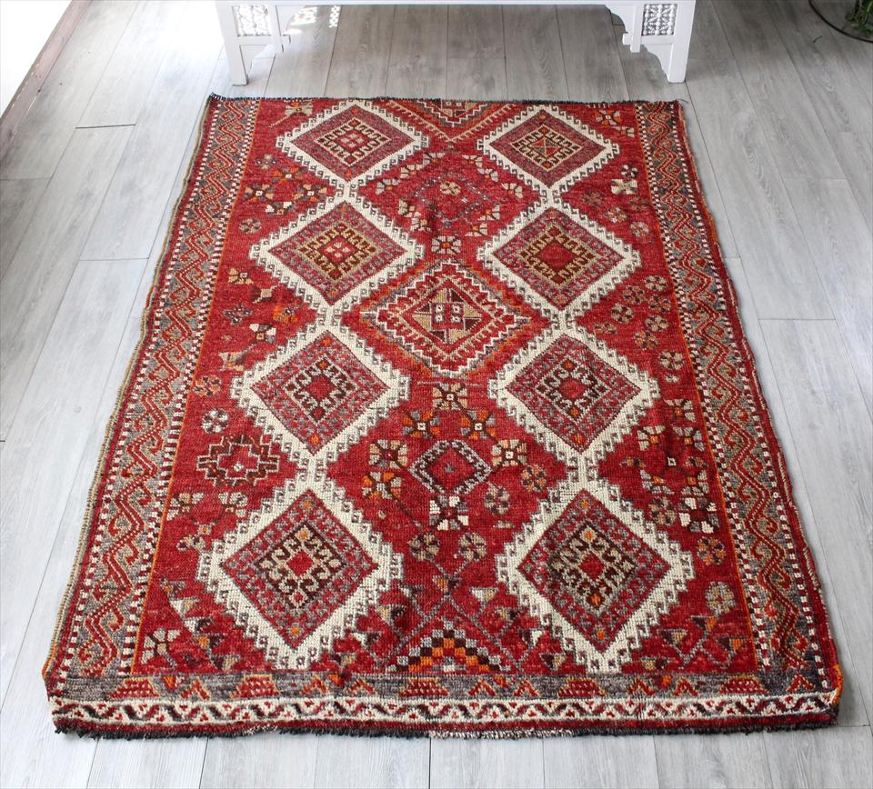 カシュカイ族のオールドラグ 部族絨毯 192×140cm落ち着いたレッド ドラゴンモチーフ