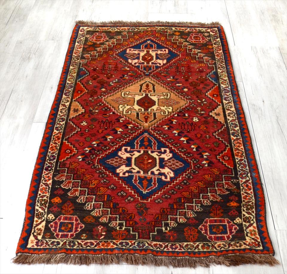 カシュカイ族の手織りラグ・部族絨毯/トライバルラグ153×82cmスカラベのようなモチーフ
