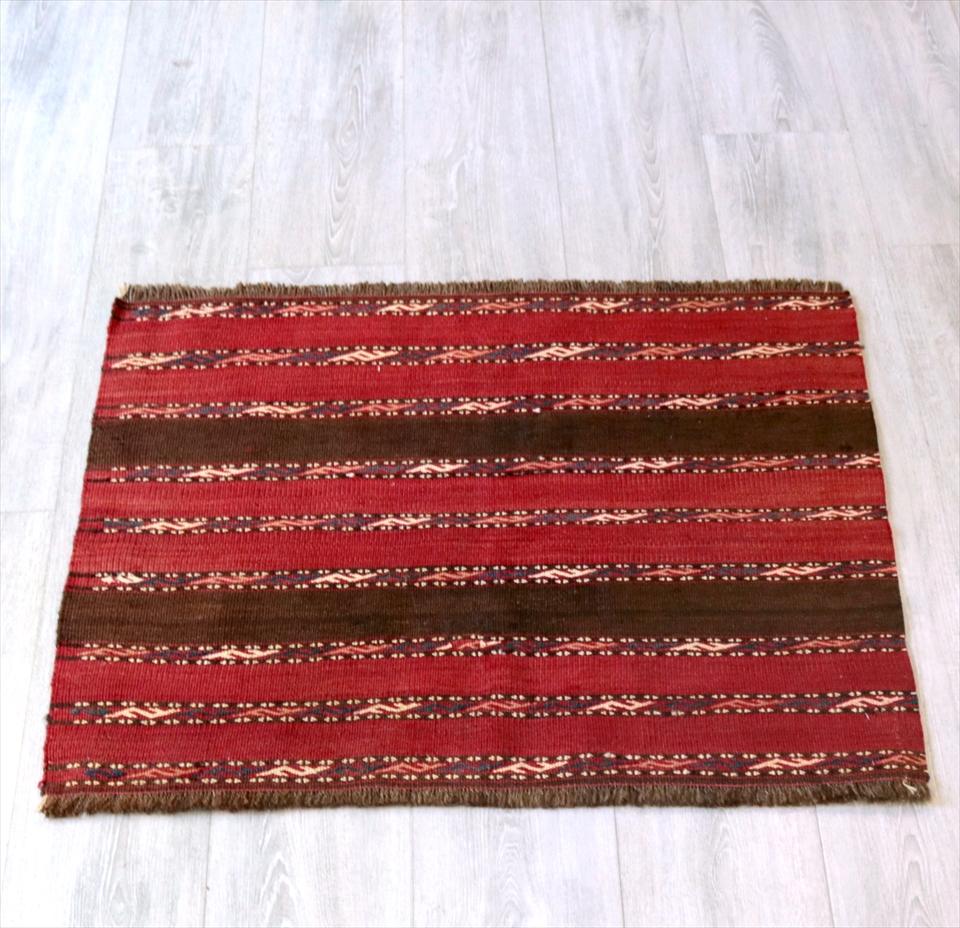 オールドキリム・ヤムート 収納袋からカットされたピース68×93cm細かな織り地・赤いボーダー