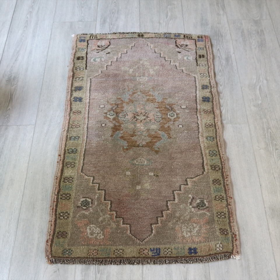 トルコ絨毯・トライバルラグ/シワス ヤストゥク98×55cm淡いパープルの六角メダリオン