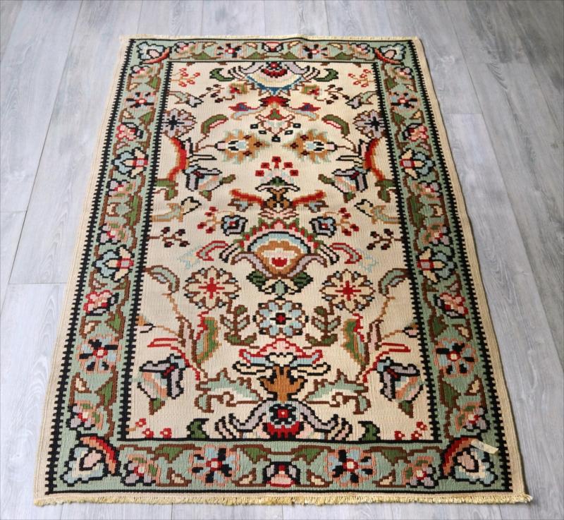 オールドキリム・ブルガリア チェイレキサイズ143×87cm花のモチーフ