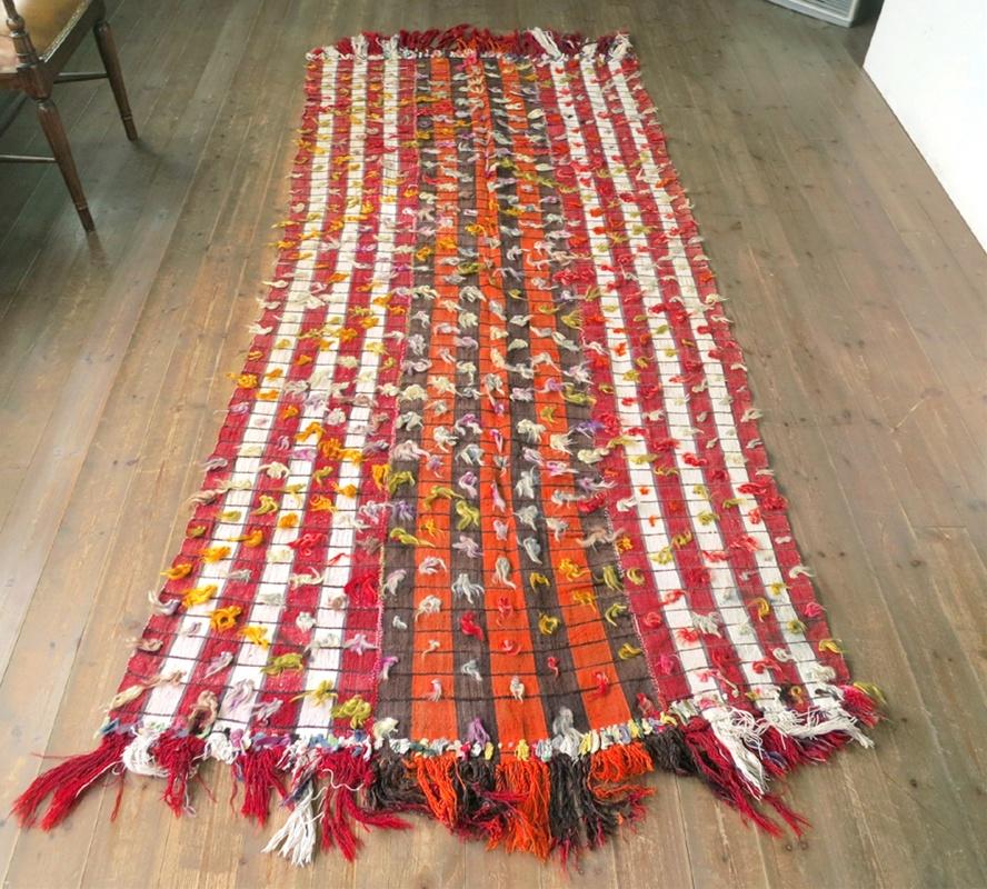オールドジジム・ウルファ/ウチュカナット257×115cm赤とオレンジ・カラフルな飾りのポンポン
