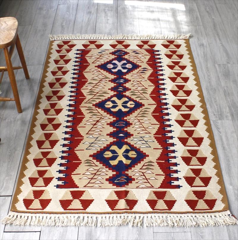 トルコキリム・ウシャク 手織りウール100% セッヂャーデ170×112cm3つの連なるダイヤ
