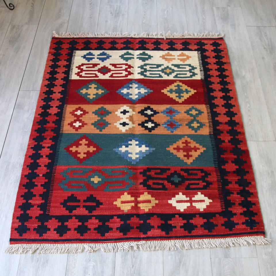 シラーズ・カシュカイ族の手織りキリムセンターラグ140x103cm レッド&オレンジ・グリーン