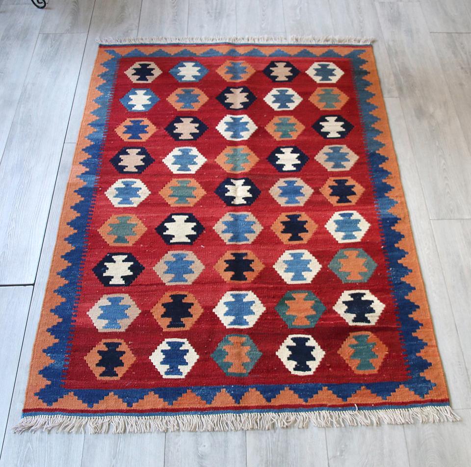 シラーズ・カシュカイ族の手織りキリムセンターラグ153x100cm レッド・カラフルなモチーフ