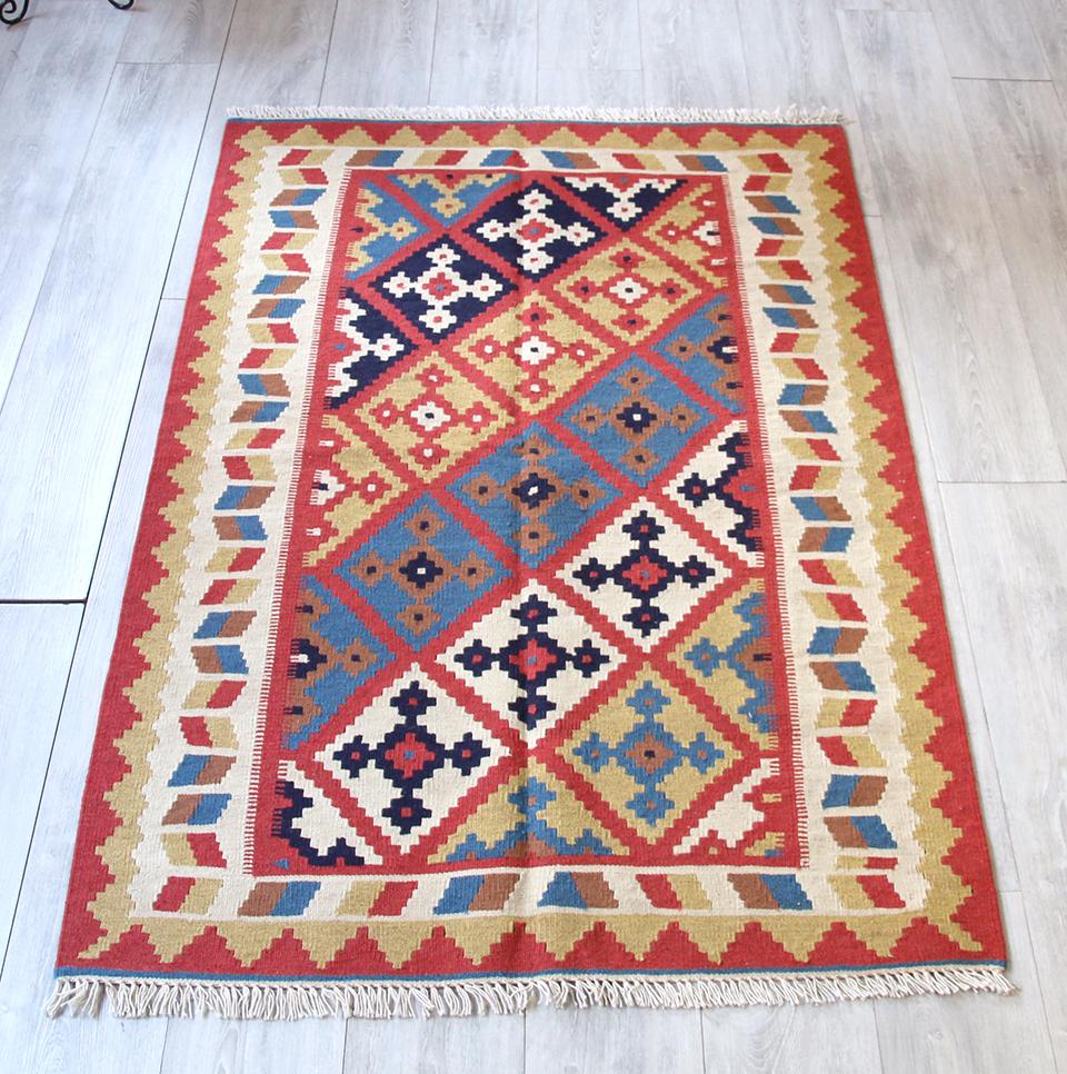 シラーズ・カシュカイ族の手織りキリムセンターラグ156x103cm 連なるクロスモチーフ