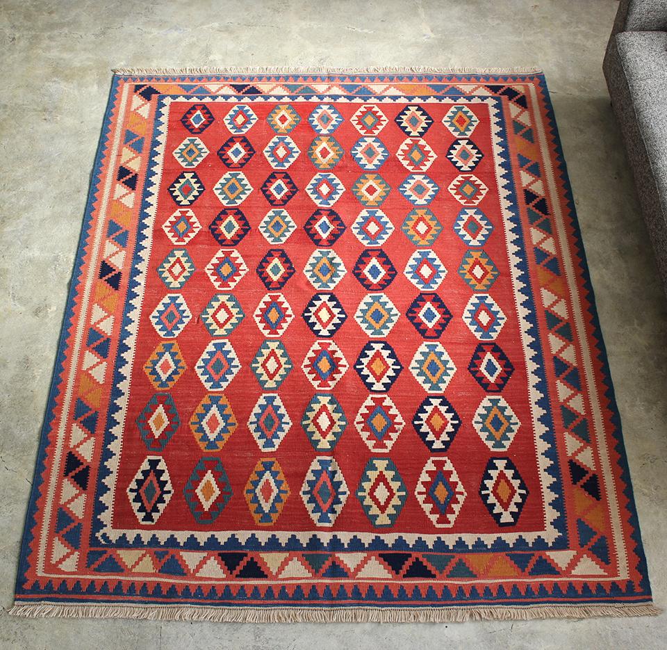 シラーズ・カシュカイ族の手織りキリムカリヨラ190x152cm 明るいレッドに代やモチーフ