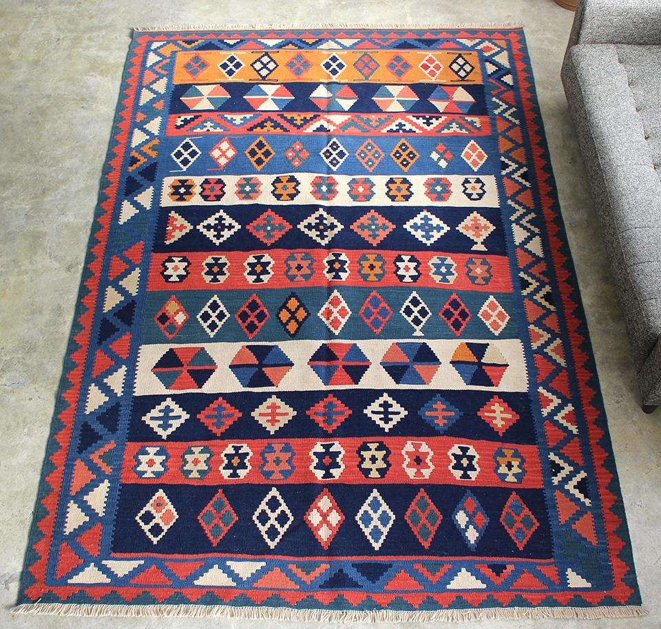 シラーズ・カシュカイ族の手織りキリム大きなルームサイズ243x164cm・カラフルなストライプ