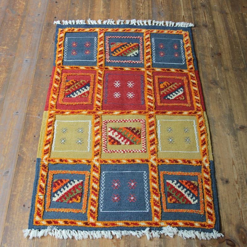モロッコキリム・タズナフト/ヤストゥクサイズ111×70cm凹凸のあるパイル織りミックス