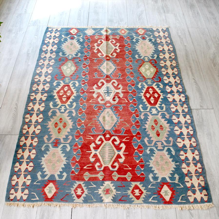 トルコキリム・ウシャク手織りウール100%/セッヂャーデ163×114cm連なるエリベリンデ 朱色/ブルー