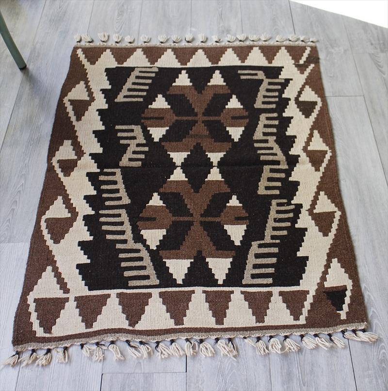 手織りのスタンダードカイセリキリム/チェイレキ116×82cmナチュラルモノトーン・狼の足跡