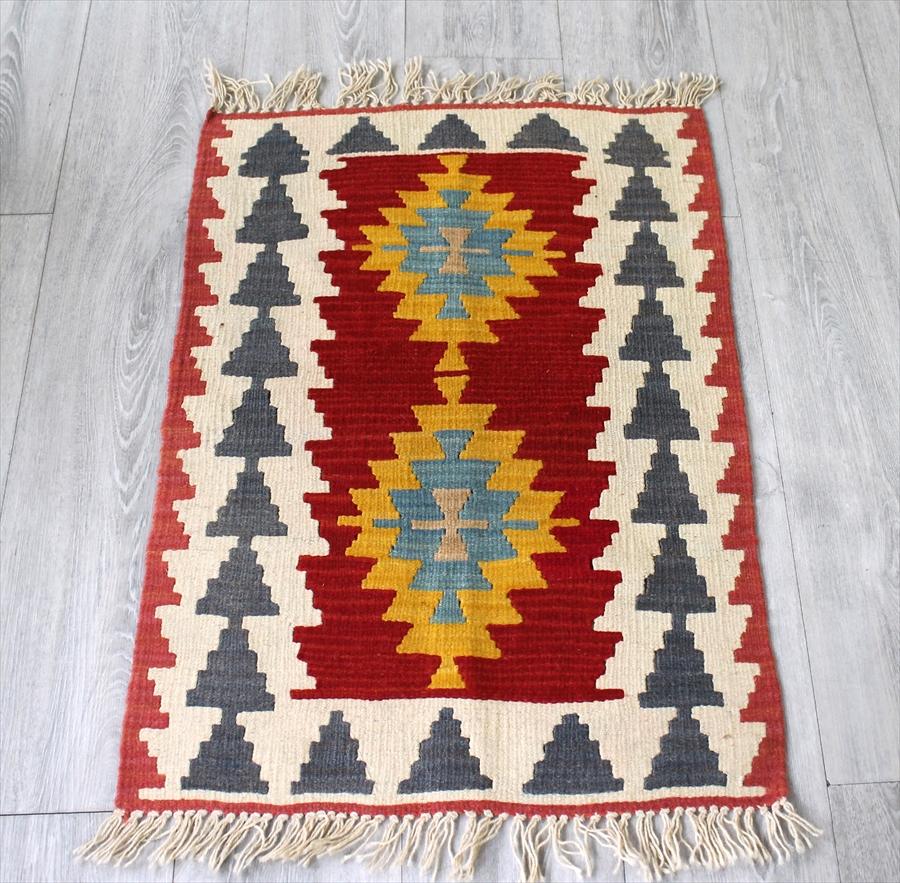 やわらかな織りのカイセリキリム・ヤストゥクサイズ82×56cmレッド&イエロー・2つのイーブルアイ