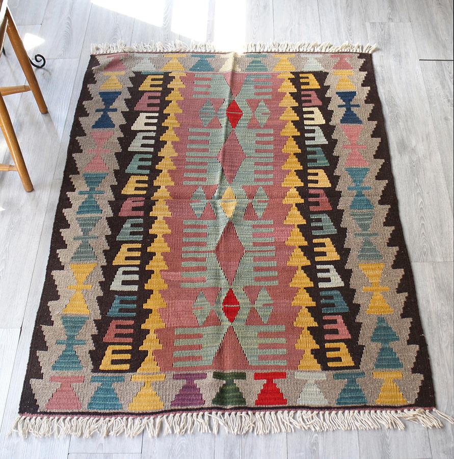 手織りのスタンダードカイセリキリム・セッヂャーデ152×108cm翼を広げる鳥のモチーフ