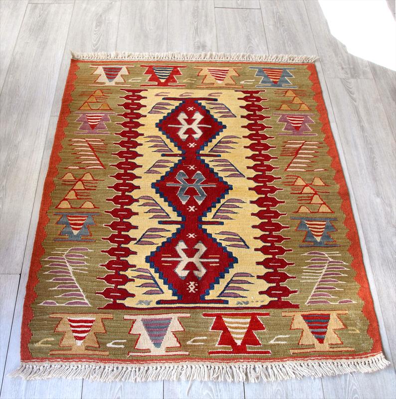 細かな織りのウシャクキリム・トルコ手織り チェイレキサイズ112×88cm3つの赤いメダリオン